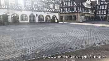 Seltsame Symbole tauchen auf Marktplatz in Gemeinde bei Stuttgart auf - sie deuten auf eine Katastrophe