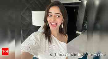 Ananya Panday poses for a goofy selfie!