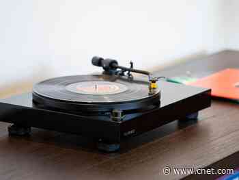 Get the Fluance RT80 high-fidelity reference turntable for $150     - CNET