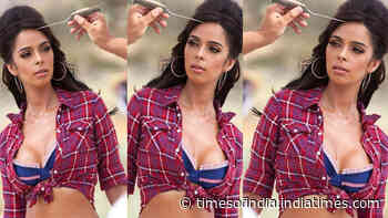 Blast from the past! Mallika Sherawat looks breathtakingly beautiful in this throwback picture