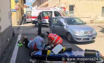 Ciclista di Samarate travolto da auto a Lonate: in ospedale in condizioni non gravi - malpensa24.it