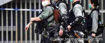 Hong Kong: la police se déploie avant un débat sur l'hymne national chinois
