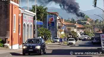 In fiamme capannone a Giarre - TGR Sicilia - TGR – Rai