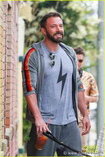 Ben Affleck & Ana de Armas Take a Stroll With Their Dogs Over Memorial Day Weekend | ben affleck ana de armas may 2020 02 - Photo - Just Jared