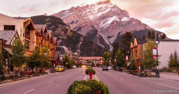 Banff 'ready to welcome visitors back' as Alberta eases COVID-19 restrictions - Globalnews.ca