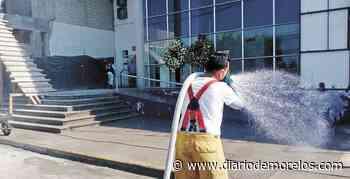 Sanitizan afuera del Hospital General de Jojutla - Diario de Morelos