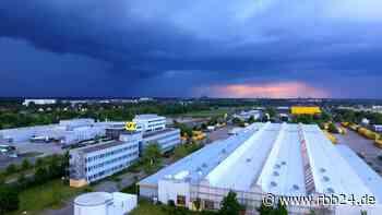 Video | Sieben Mitarbeiter im Briefzentrum Stahnsdorf infiziert - rbb|24
