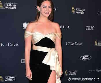 Lana Del Rey si sfoga sui social: «Basta dire che nei testi delle mie canzoni rendo glamour gli abusi» - Io Donna