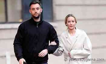 Jennifer Lawrence and Cooke, wedding door - Play Crazy Game