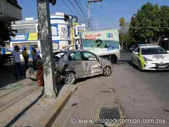 Se pasa luz roja y provoca fuerte accidente vial - El Siglo de Torreón