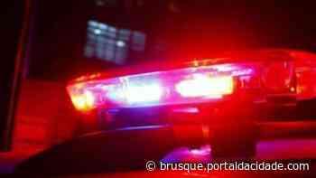Motociclista se fere após batida com carro, no Limeira Alta - ®Portal da Cidade | Brusque