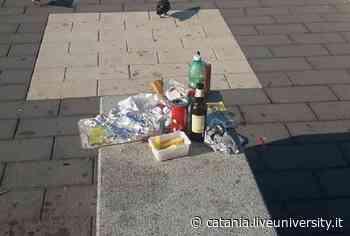 Catania, piazza Nettuno invasa dai rifiuti: ritorno alla normalità o all'inciviltà? [FOTO] - LiveuniPA