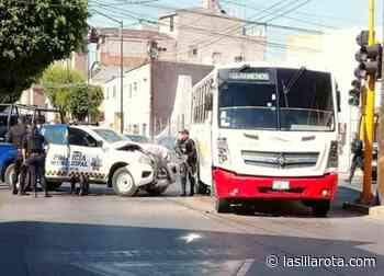 Choca patrulla de Seguridad Pública de Romita en el centro de León - La Silla Rota