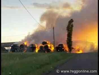 A fuoco due fienili a Reggiolo e a Budrio di Correggio. FOTO - Reggionline