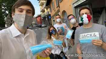 Stezzano, i giovani della Lega regalano mascherine: anche il sindaco applaude - BergamoNews.it