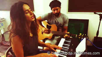 Watch: Farhan Akhtar and Shibani Dandekar crooning the song 'Shallow' is all about couple goals!