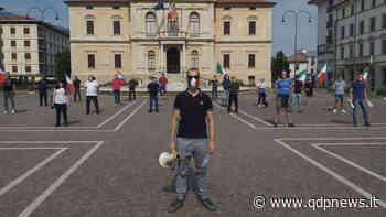 """Vittorio Veneto, ieri Mascherine tricolori in piazza del Popolo contro il Governo. I manifestanti: """"Vogliamo risposte"""" - Qdpnews"""