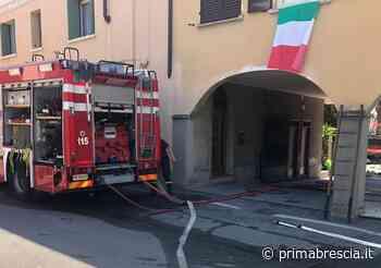Incendio in pieno centro ad Adro FOTO - Brescia Settegiorni