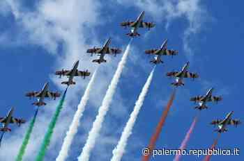 Palermo, l'abbraccio tricolore della pattuglia acrobatica dell'aeronautica - La Repubblica