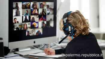 Palermo, visiere anziché mascherine per il ritorno in classe: la proposta alla Regione - La Repubblica
