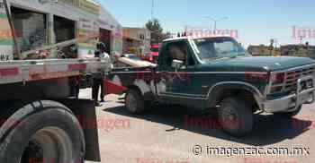 De reversa; tráiler impacta a una camioneta en Fresnillo - Imagen de Zacatecas, el periódico de los zacatecanos