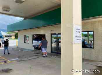 Driver crashes SUV into west Springfield pharmacy - KY3