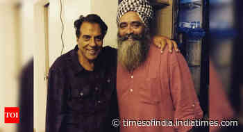 Exclusive! 'Many people don't know that Bollywood veteran Dharmendra reads and writes in Urdu', says dire - Times of India
