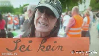 """Corona-Demo in Rangendingen: """"Affenhirne und Gebärmutter"""": Impfgegnerin aus der """"Heute Show"""" ruft auf die Straße - SWP"""