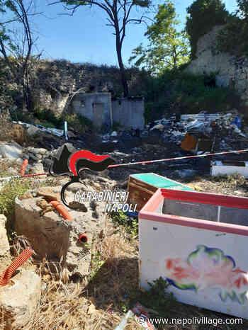 Giugliano in Campania: discarica abusiva in un casolare abbandonato. Lastre di eternit tra i rifiuti. 43enne denunciato dai Carabinieri (VIDEO) - Napoli Village - Quotidiano di informazioni Online