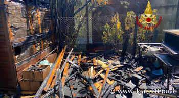 Incendio ad Albignasego, casetta di legno divorata dalle fiamme Foto - Il Gazzettino