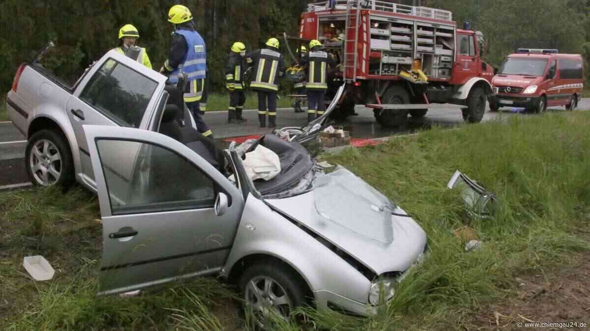 Taufkirchen: Schwerer Unfall auf der St2360 - Zwei Personen schwer verletzt | Taufkirchen (Landkreis Mühldorf am Inn) - chiemgau24.de
