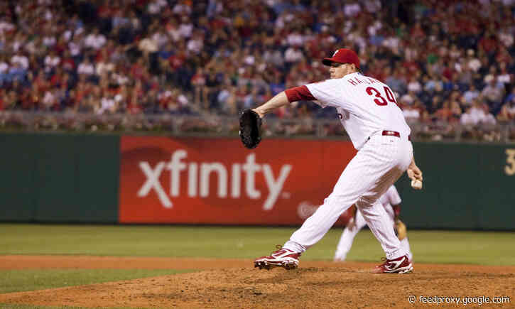 Roy Halladay pitched through 'pop in back' during Game 5 of 2011 NLDS