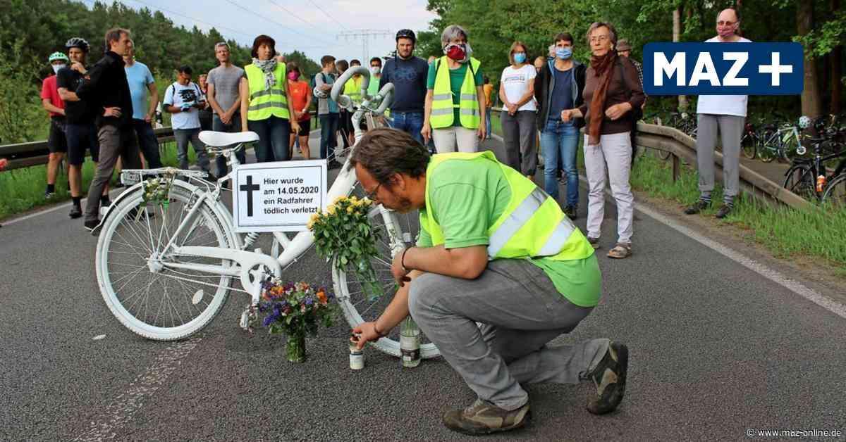 Hennigsdorf - Nach tödlichem Fahrrad-Unfall: Mahnwache auf der Landstraße zwischen Hennigsdorf und Stolpe - Märkische Allgemeine Zeitung