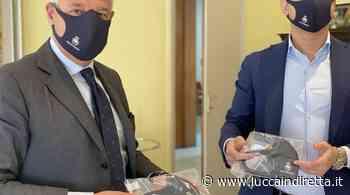 Viareggio, mascherine con lo stemma della città alla polizia municipale - LuccaInDiretta