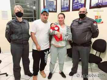 Policiais salvam bebê que se afogou com leite materno em Itapeva: 'Técnica certa e rapidez' - G1