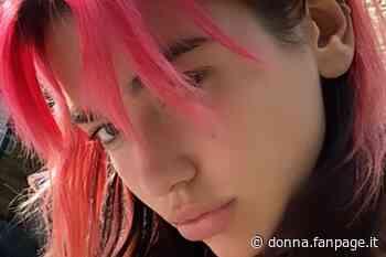 Dua Lipa, quarto cambio look in quarantena: ora ha i capelli fucsia - Donna Fanpage