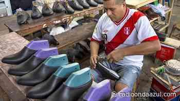 Juliaca: Microempresarios en producción de calzados muestran malestar por periodo de emergencia - Radio Onda Azul