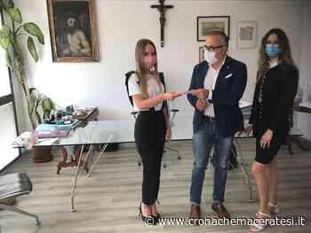 La moda per l'ospedale di Camerino, donazione della stilista Bellesi: «Nell'assegno anche la mia gratitudine» - Cronache Maceratesi