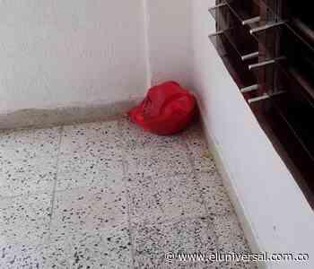 ¡Insólito! En Las Gaviotas dejaron unas batas quirúrgicas usadas en una terraza - El Universal - Colombia