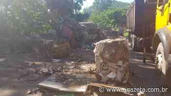 Caminhão tomba em acidente na BR 262 entre Viana e Domingos Martins - A Gazeta ES