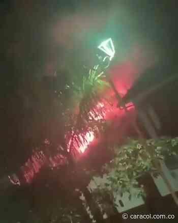 VIDEO: Voraz incendio en Aratoca acabó con dos locales comerciales - Caracol Radio