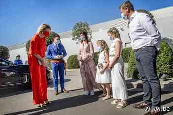 Koningin Mathilde steekt sierteeltsector hart onder de riem in Oostnieuwkerke - Krant van Westvlaanderen