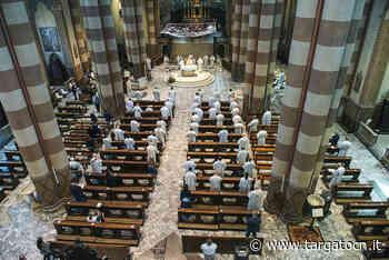 Ad Alba la Messa del Crisma: vescovo e parroci si ritrovano in duomo dopo quasi tre mesi (FOTO) - TargatoCn.it