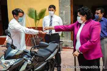 Karina Pérez entrega motocicleta a inspectoría Concepción Guadalupe - Municipios Puebla