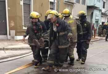 Incendio en una fábrica textil de Villa Lynch: un bombero herido por el derrumbe de una pared - Que Pasa Web