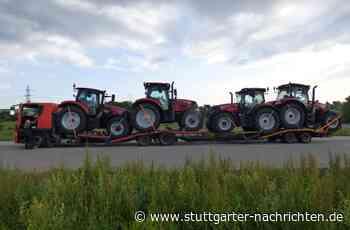A8 zwischen Leonberg und Stuttgart - Transporter völlig überladen – Mit vier statt zwei Traktoren unterwegs - Stuttgarter Nachrichten