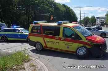 FW-HB: Verkehrsunfall mit Rettungsdienstfahrzeug / Vier leicht Verletzte