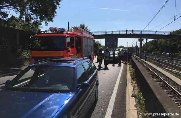 FW-MH: FW-MH: Verkehrsunfall auf der A40 mit drei beteiligten Fahrzeugen und einer verletzten Person