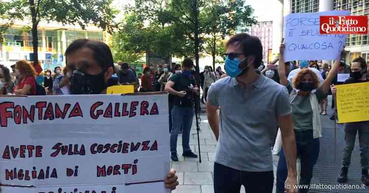 """Lombardia, protesta sotto la Regione per chiedere le dimissioni di Fontana e Gallera: """"L'incompetenza ha aiutato il virus a uccidere"""""""