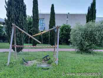Vandali in azione a Grottammare, devastata l'area giochi del parco I° Maggio - Ascoli Notizie
